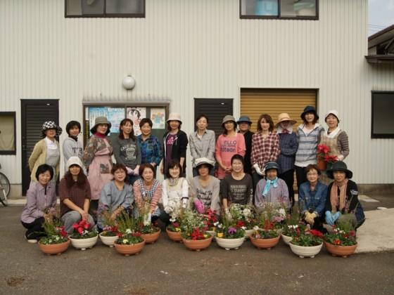 御経塚町内会婦人会寄せ植え教室