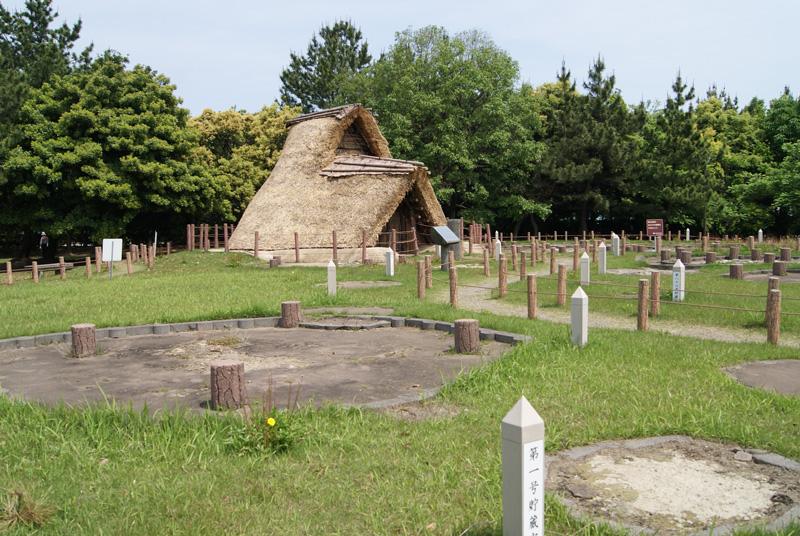 御経塚遺跡 縄文時代竪穴式住居の復元住居