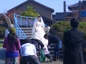 御経塚「風の広場」でのCM撮影風景