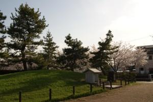 御経塚 泉の広場 経塚