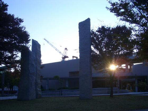 野々市駅北口「石の広場」2011年11月撮影